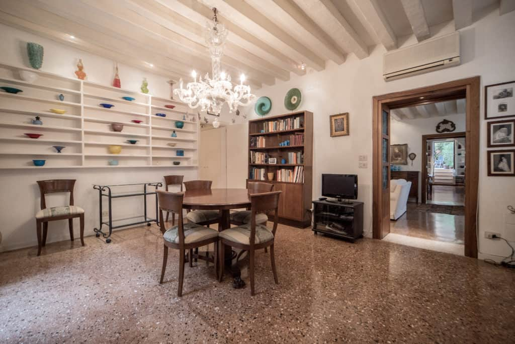 Right side of spacious dining room with ancient Venetian chandelier - Accademia Terrazza Apartment