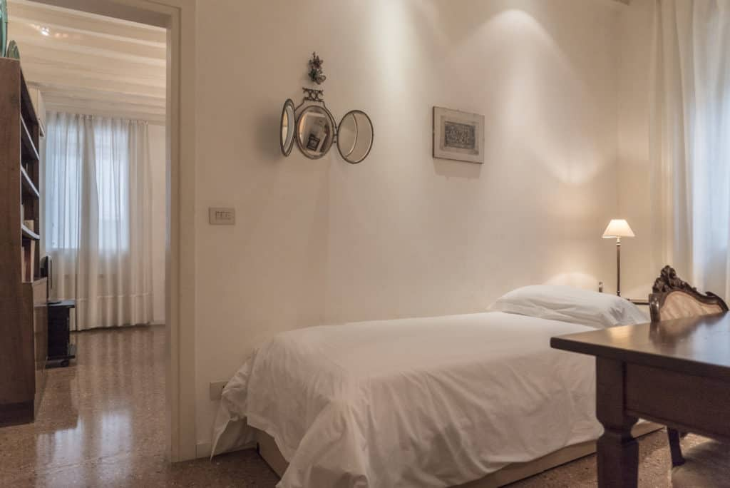 Left side of small bedroom with single bed and ancient desk - Accademia Terrazza Apartment