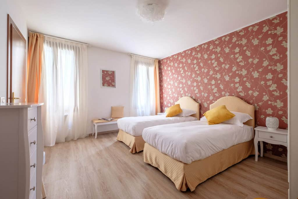 Right side of luminous large double bedroom - Ai Turchesi Apartment