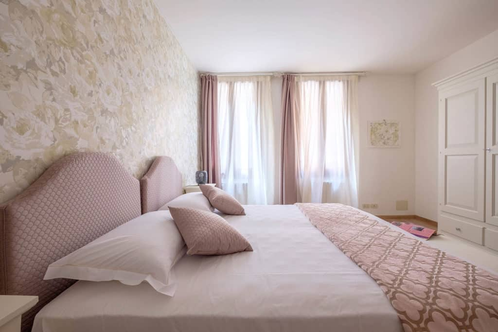 Large twin bedroom with wardrobe - Ai Turchesi Apartment