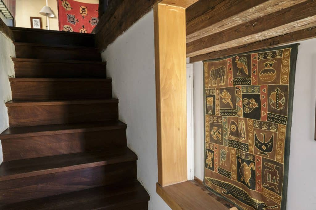 Hallway with wooden stairs - Altana Studio Apartment