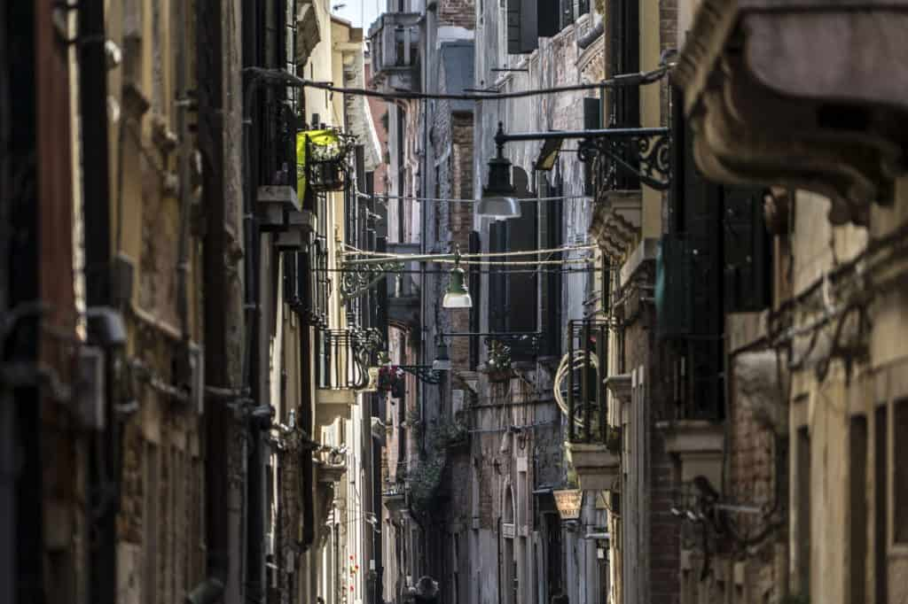 Alley with view of the buildings nearby Campo S. Barnaba - Altana Studio Apartment