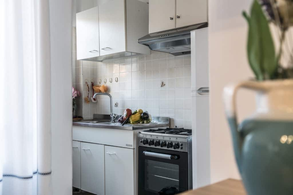 Small cooking area with oven - Arsenal Flat Apartment