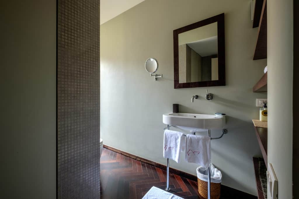 Bathroom entrance with small sink - Attico Terrace Apartment