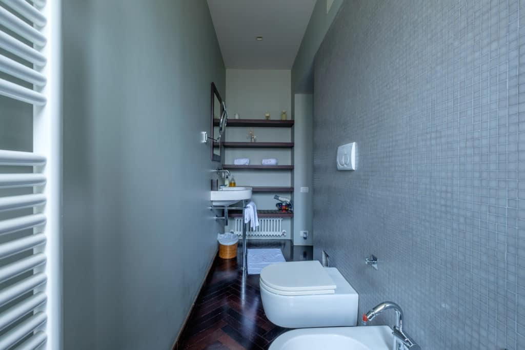 Backside of luminous bathroom with bathtub - Attico Terrace Apartment