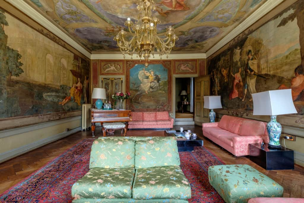 Original Venetian living room with antique Venetian frescoes and furnishing - Ca' Affresco 1 Apartment
