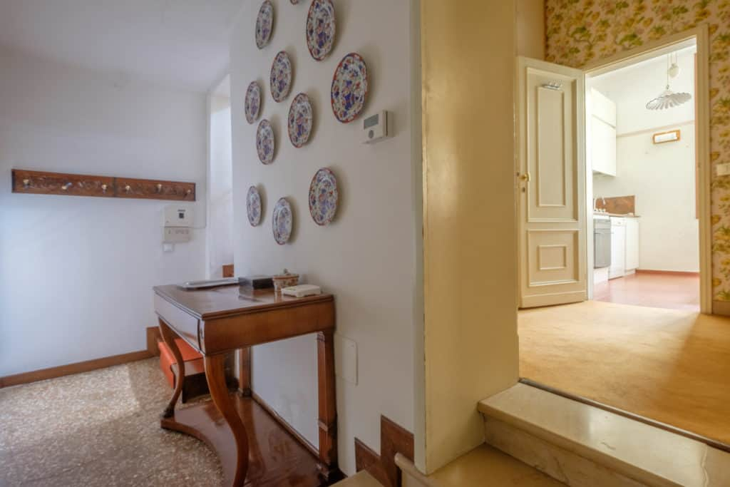 Large hallway with view on the kitchen - Ca' Affresco 1 Apartment