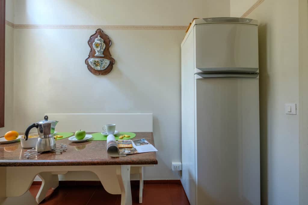 Small dining table with fridge - Ca' Affresco 1 Apartment