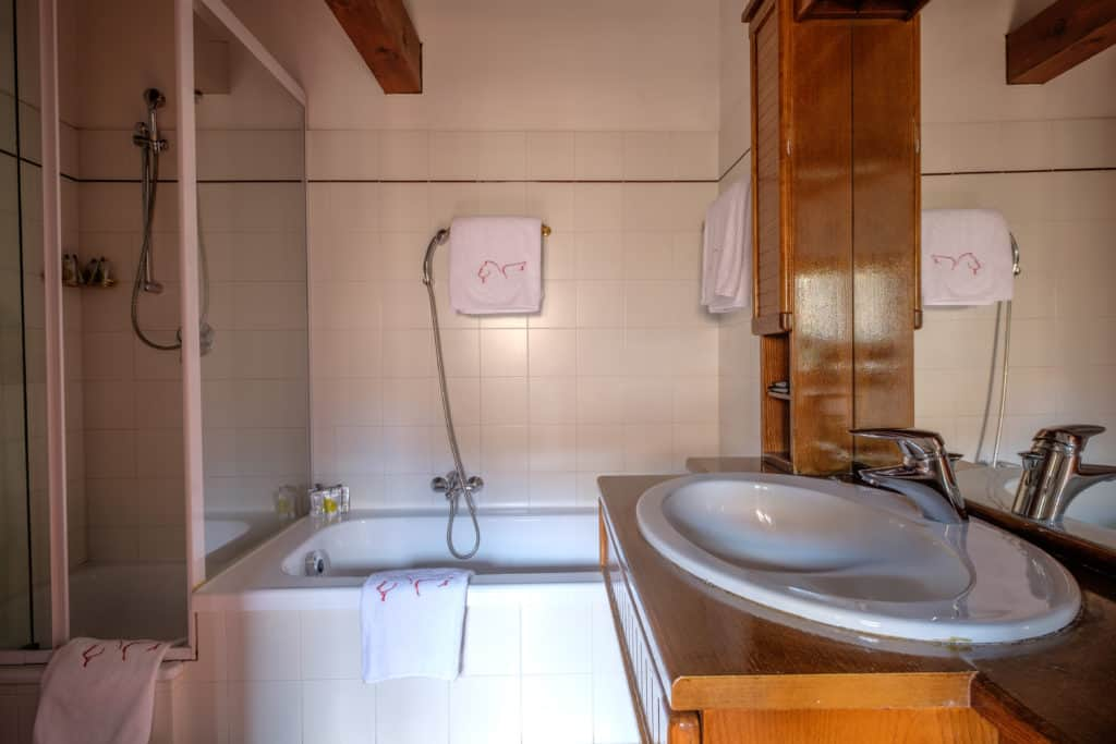 Luminous bathroom with bath tub - Ca' Affresco 1 Apartment