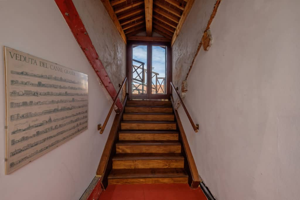 Stairs with window - Ca' Affresco 1 Apartment