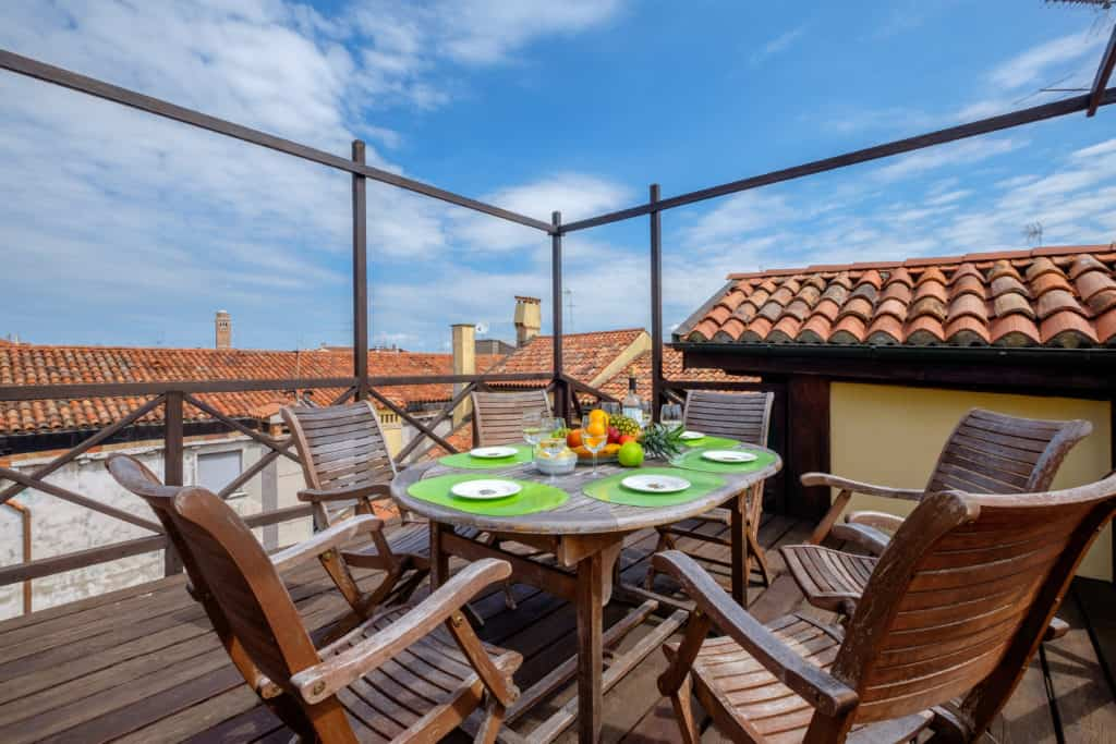 Right view of the terrace with small dining table and view on the Venetian roofs - Ca' Affresco 1 Apartment