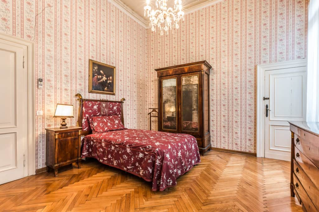 Large single bedroom with antique Venetian furnishing - Ca' Affresco 2 Apartment