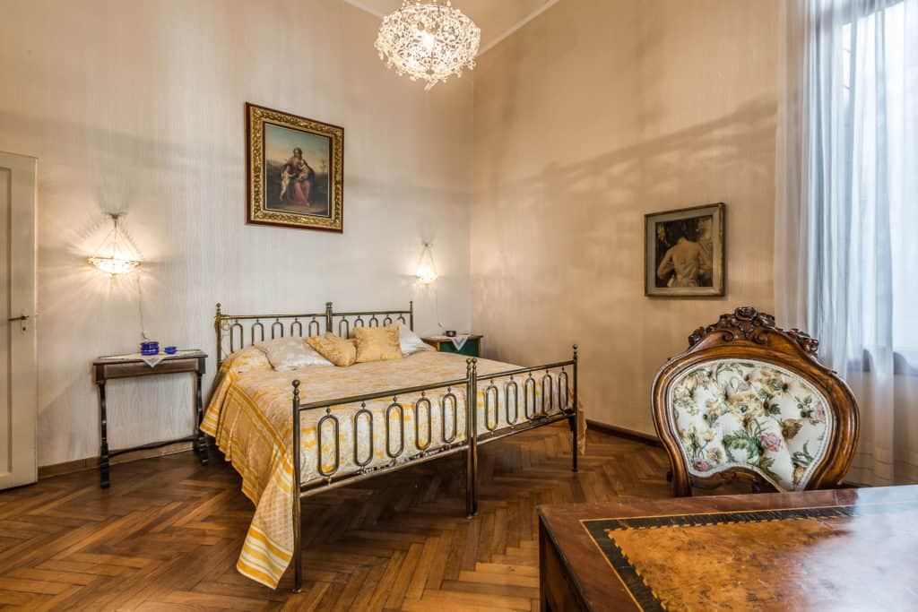 Small double bedroom with antique Venetian furnishing - Ca' Affresco 2 Apartment