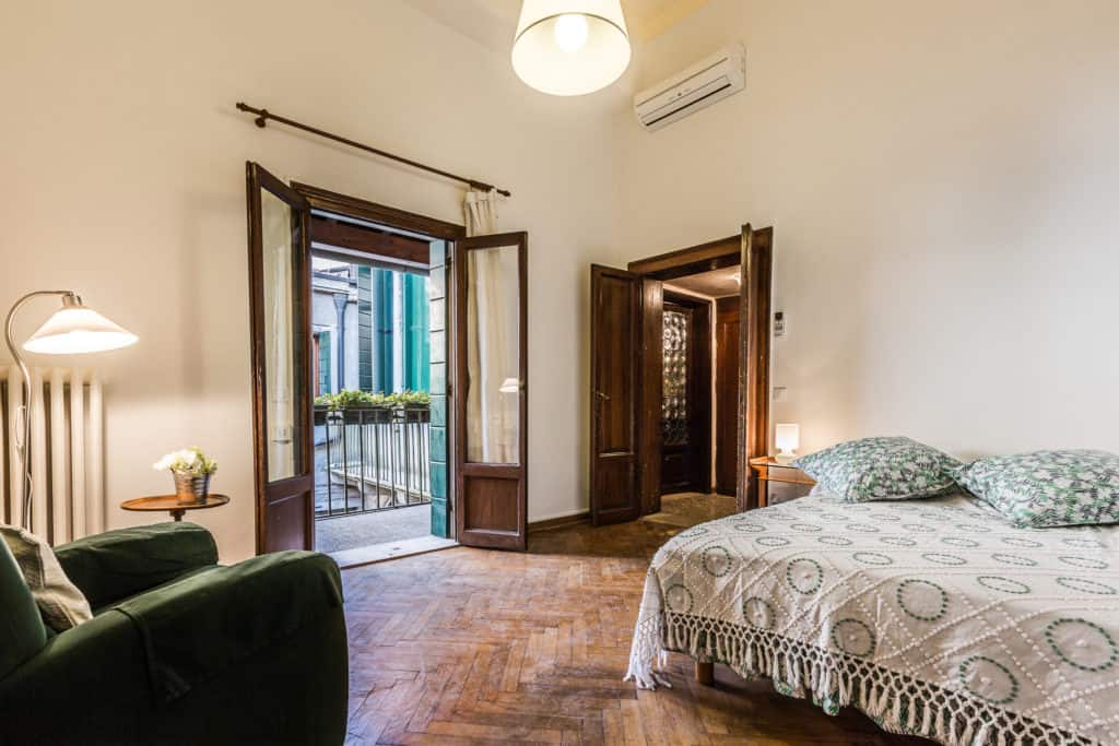 Small single bedroom with door on the terrace and vintage furnishing - Ca' Affresco 2 Apartment