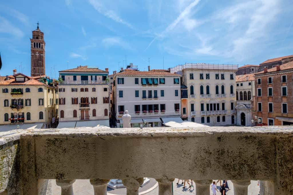 Small terrace of the window with view of Venetian buildings - Ca' Affresco 1 Apartment