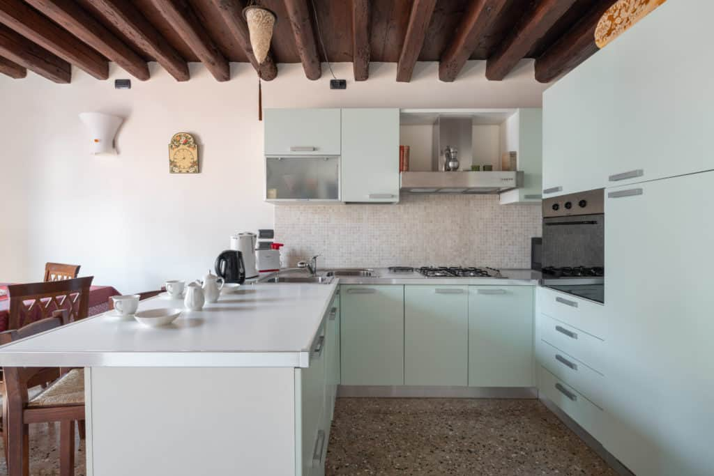 Right view of the large kitchen with modern furnishing - Ca' Coriandolo Apartment