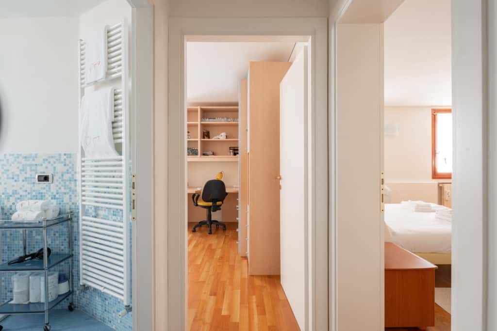 Hallway with bathroom and bedroom doors - Ca' Coriandolo Apartment