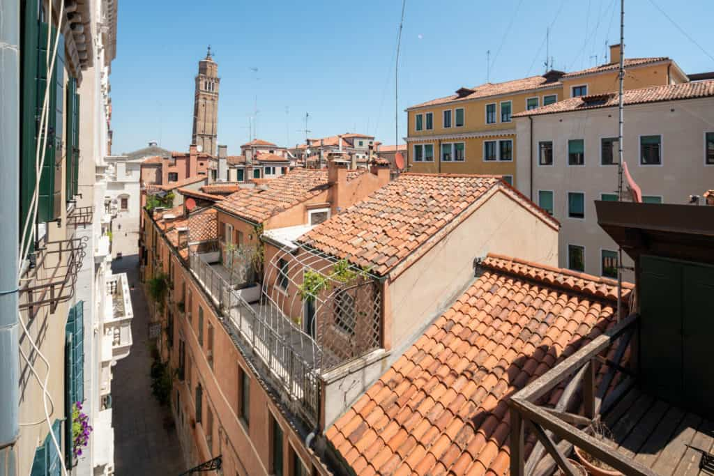 Left view of the Venetian roofs from the window - Ca' Coriandolo Apartment