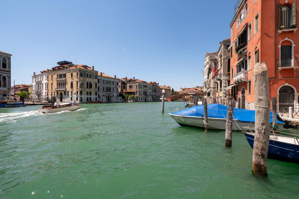 Right view of the Canal Grande - Ca' Coriandolo Apartment