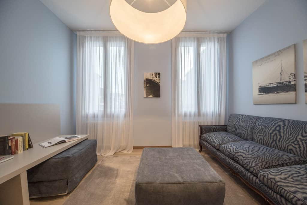 Luminous small living room with sofa - Ca' del Capitano Apartment