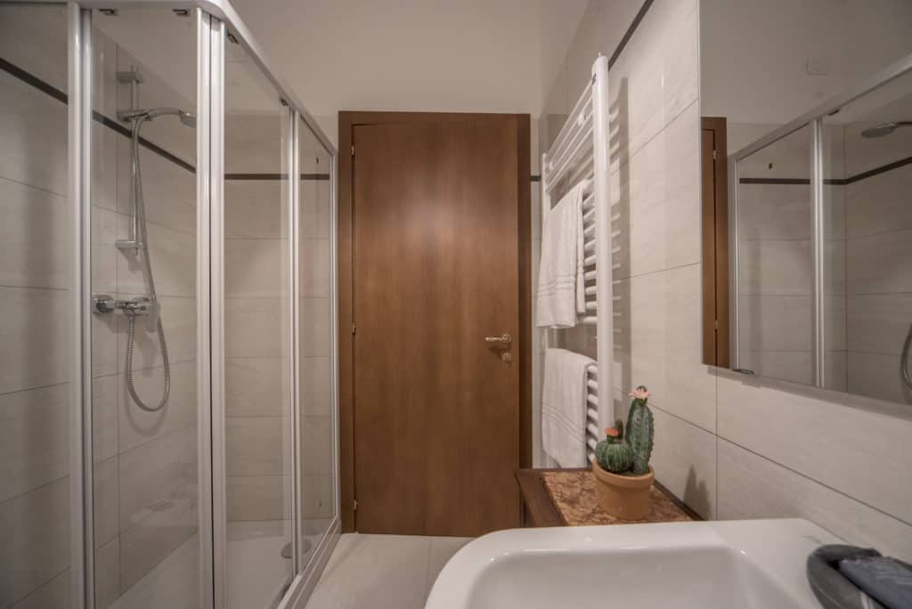 Small bathroom with shower - Ca' del Capitano Apartment