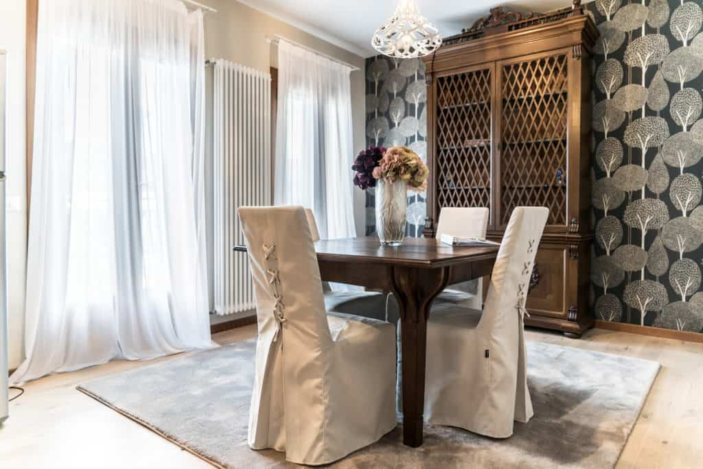 Right view of the luminous dining room with antique furnishing - Ca' dell'Architetto Apartment