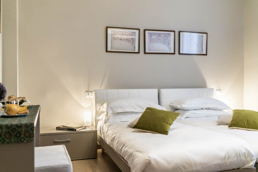 Details of the luminous double bedroom - Ca' dell'Architetto Apartment