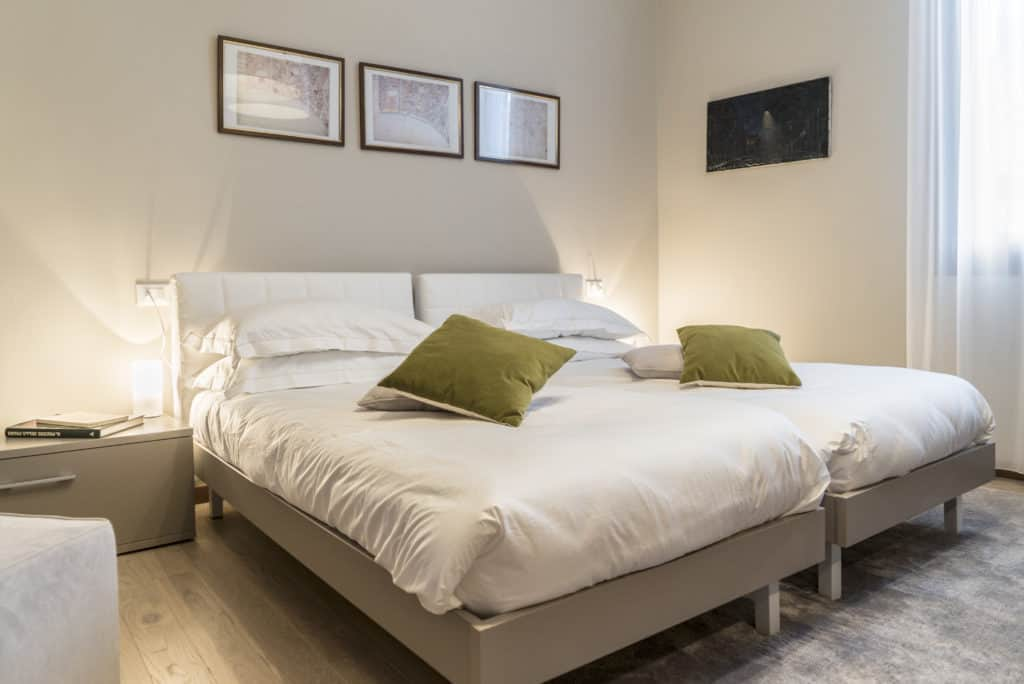 Luminous double bedroom with modern furnishing - Ca' dell'Architetto Apartment