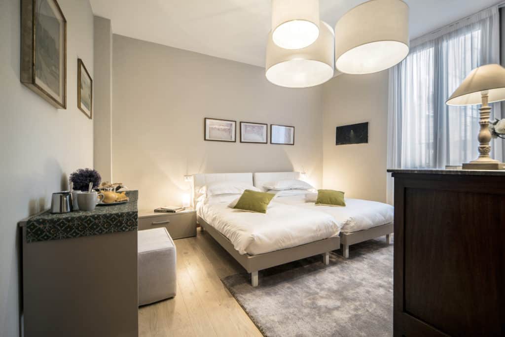 Large double bedroom with modern furnishing - Ca' dell'Architetto Apartment