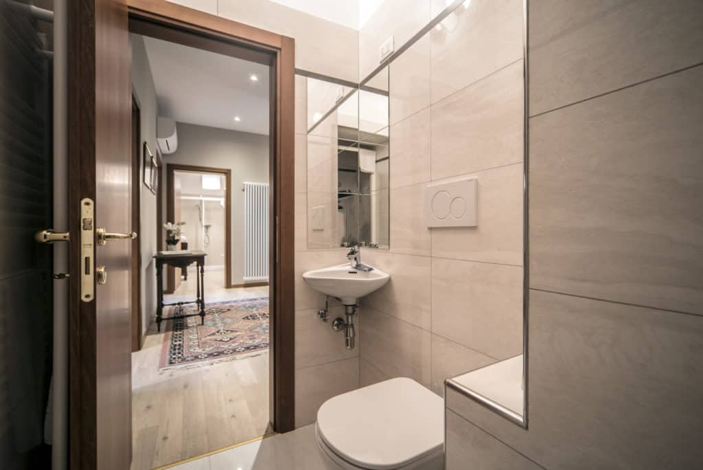 Entrance of the bathroom with small sink - Ca' dell'Architetto Apartment