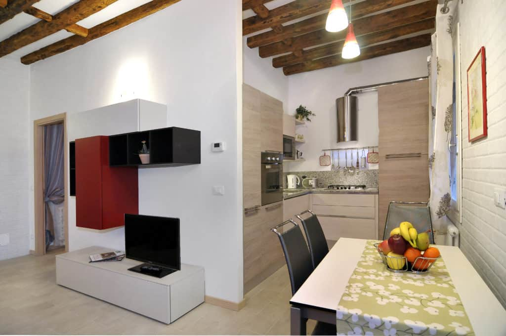 Small open air kitchen and dining room with modern furnishing - Ca' Dorina Apartment
