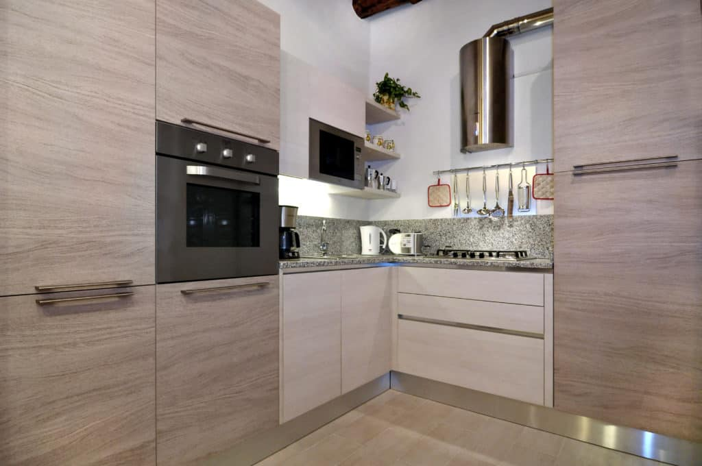 Small kitchen with modern furnishing - Ca' Dorina Apartment