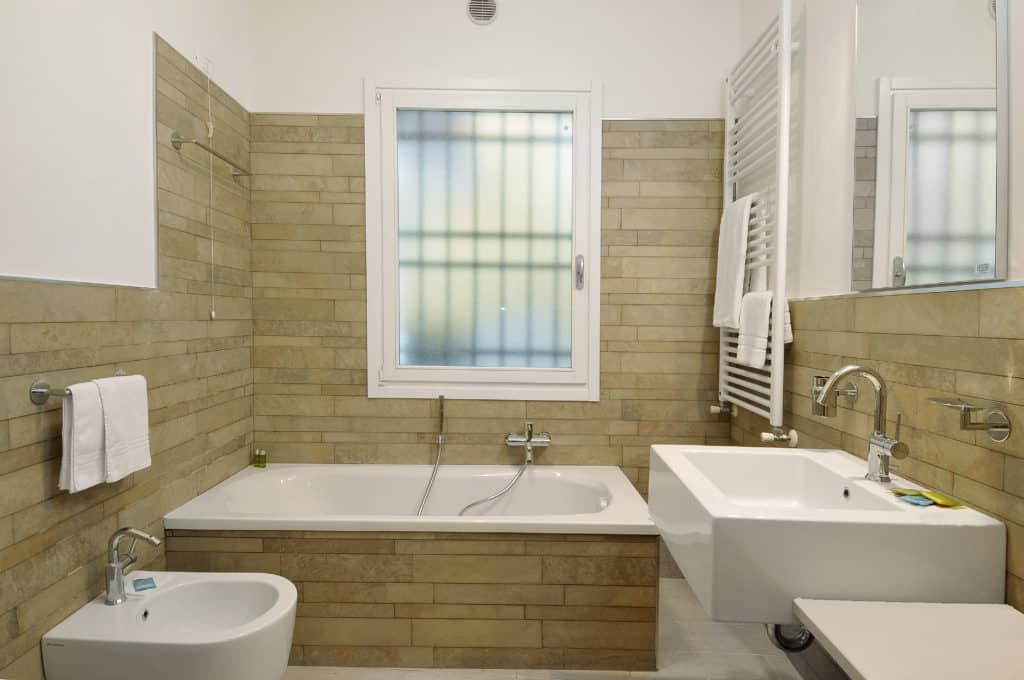 Bathroom with bathtub and modern furnishing - Ca' Dorina Apartment