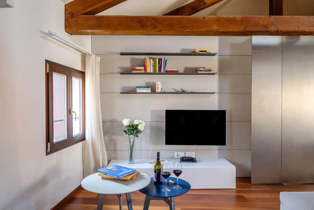 Tv cabinet - Ca' Garzoni Moro - Clemente Apartment