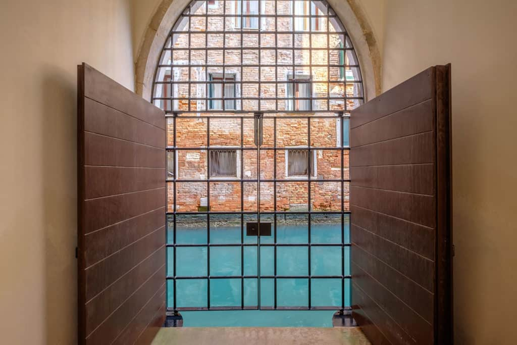 Window with view of the canal - Ca' Garzoni Moro - Lido Apartment