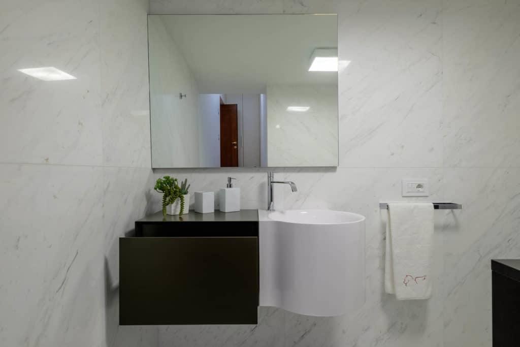 Detail of modern sink - Ca' Garzoni Moro - Lido Apartment