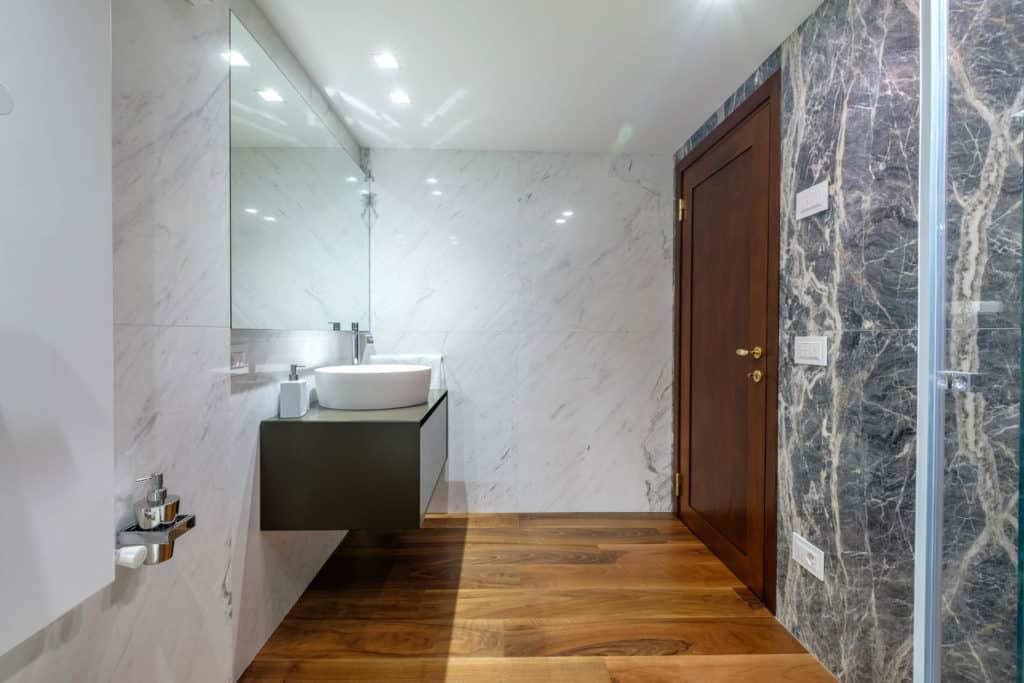 Exit door of the large marbled bathroom - Ca' Garzoni Moro - Lido Apartment