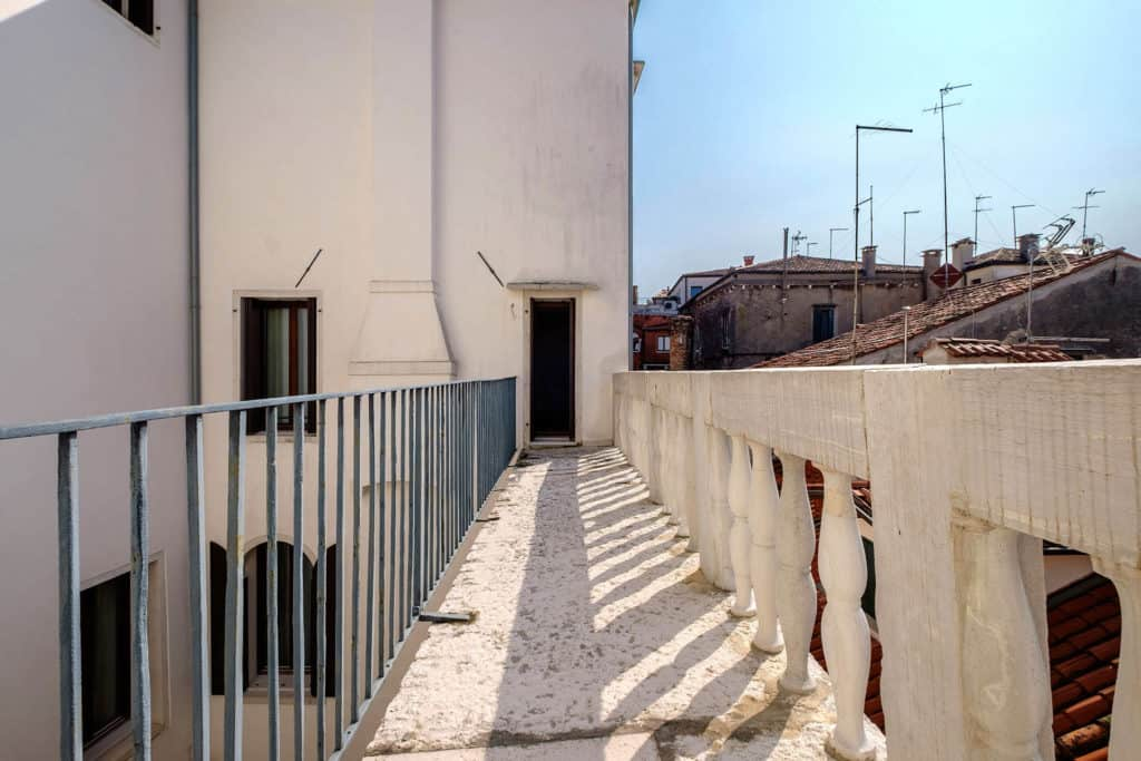 Small terrace with view on the Venetian roofs - Ca' Garzoni Moro - Salina Apartment