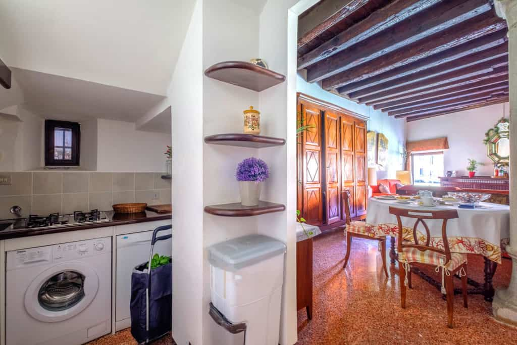 Large living room and small kitchen - Ca' Mocenigo Apartment