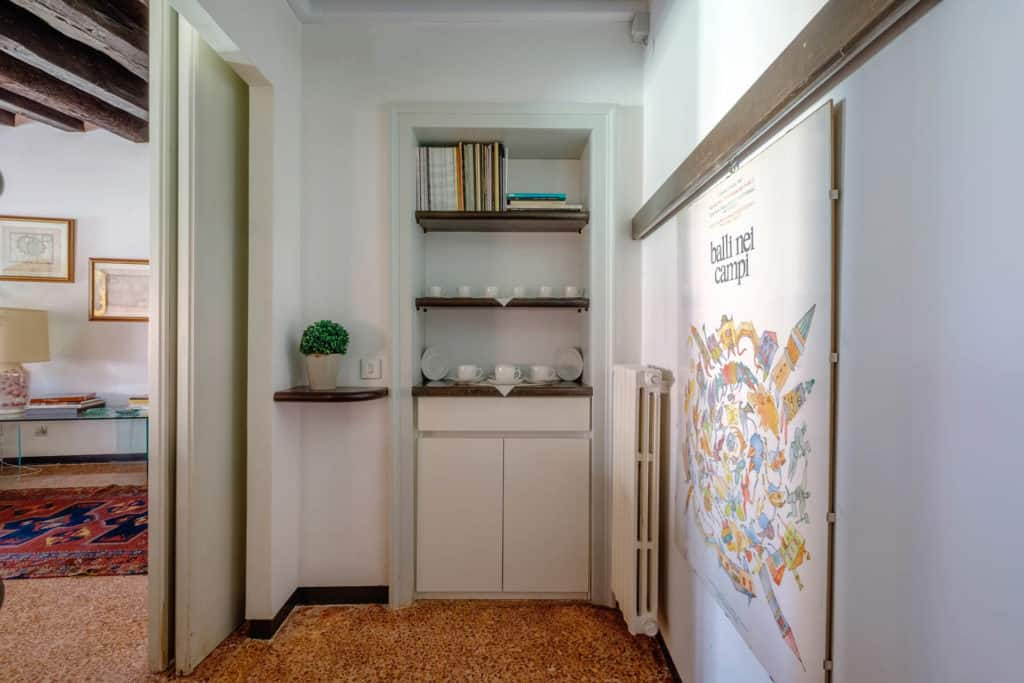 Small hallway with cabinet - Ca' Mocenigo Apartment