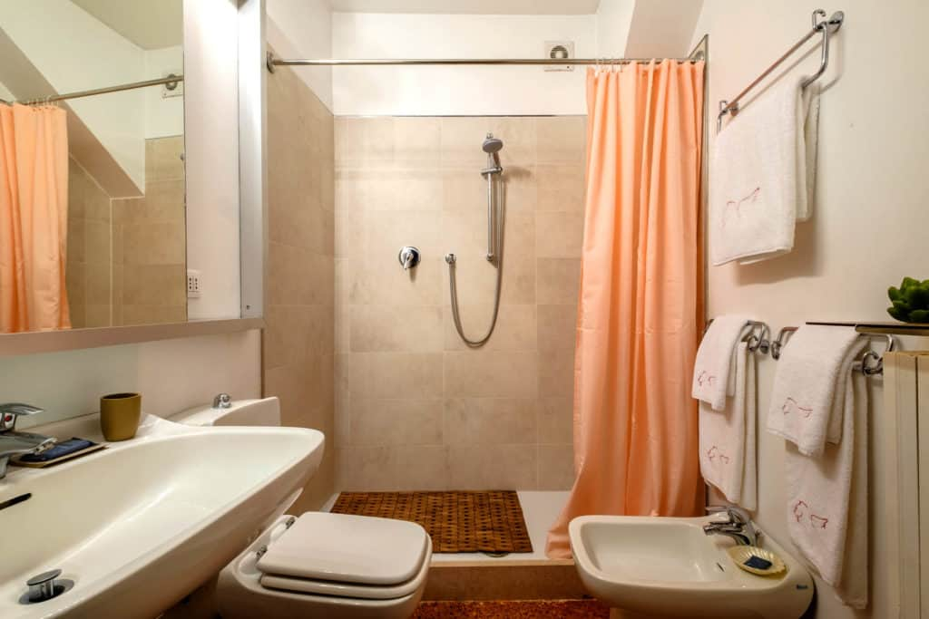 Small bathroom with large shower - Ca' Mocenigo Apartment