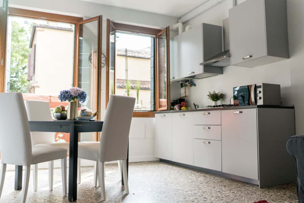 Right side of the open air kitchen with dining table - Venier Apartment