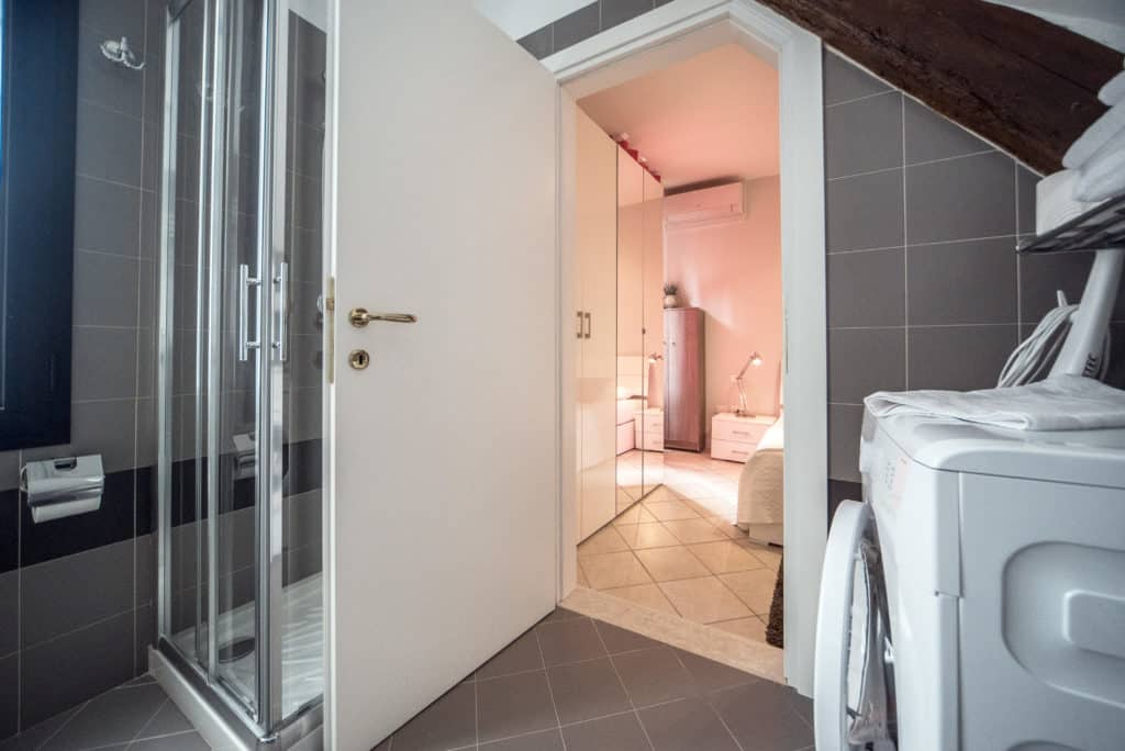 Entrance of the small bathroom with modern furnishing - Venier Apartment