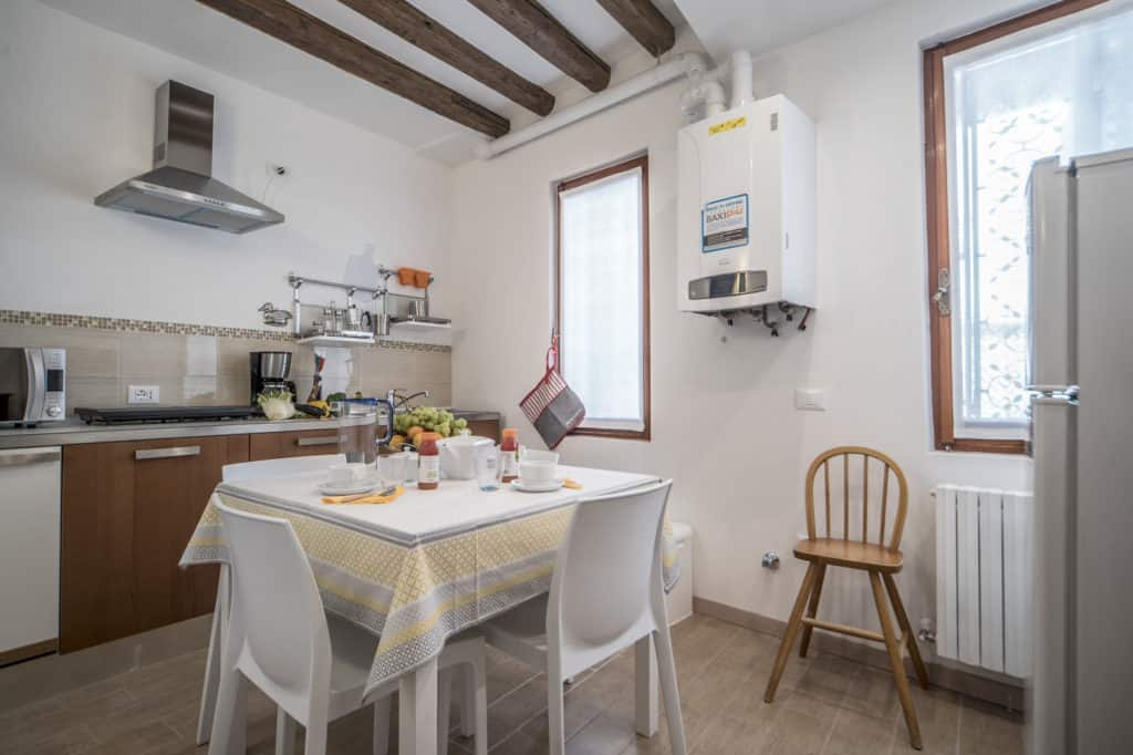Small luminous kitchen - Ca' Alba Apartment