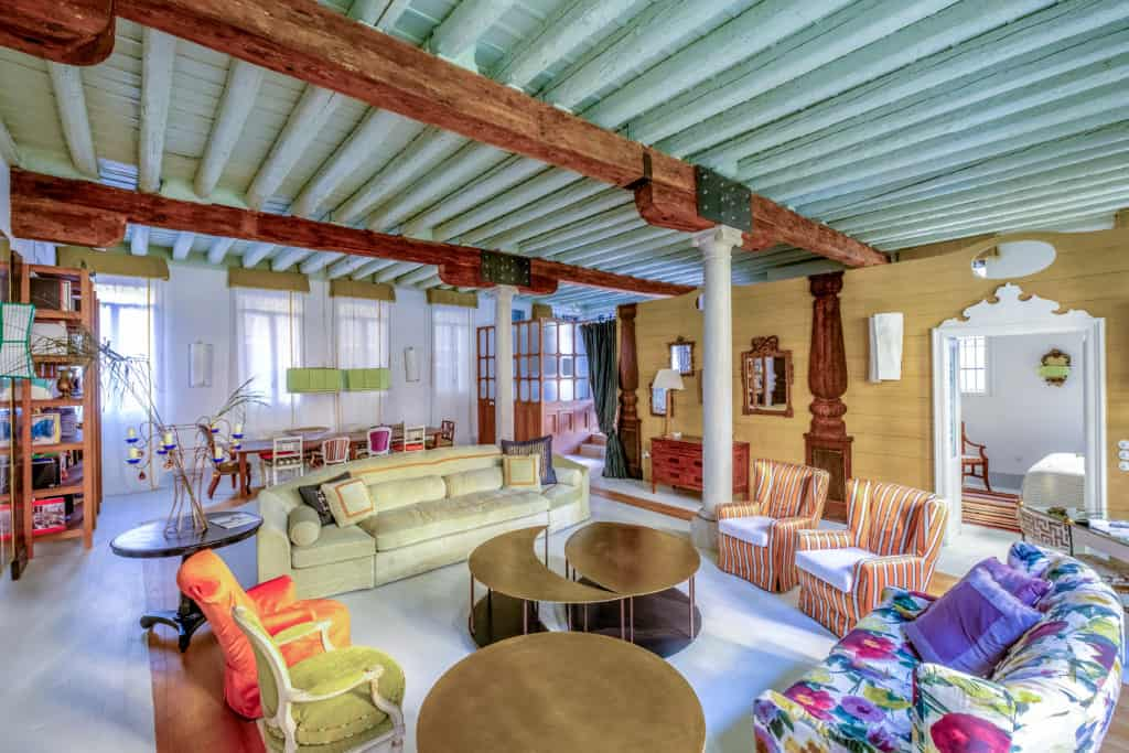 Left side of the luminous living room with designer furnishing - Ca' del Ramo d'Oro Apartment