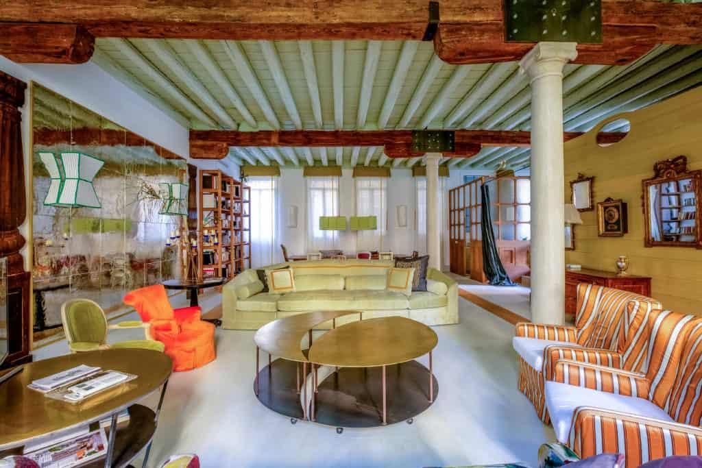 Large and luminous living room with designer furnishing - Ca' del Ramo d'Oro Apartment