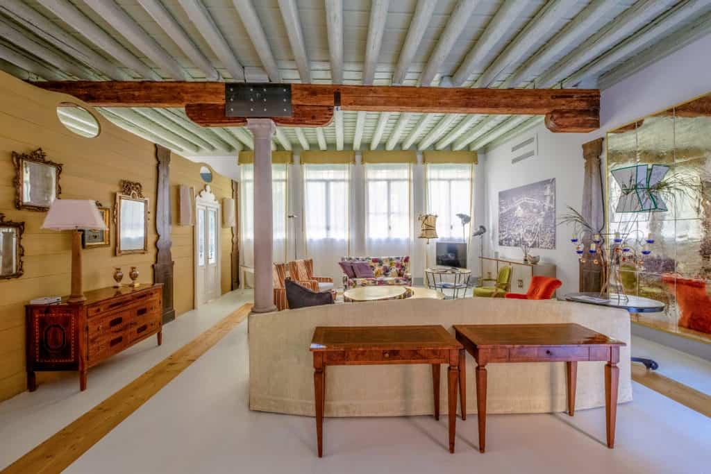 Luminous living room with designer furnishing - Ca' del Ramo d'Oro Apartment