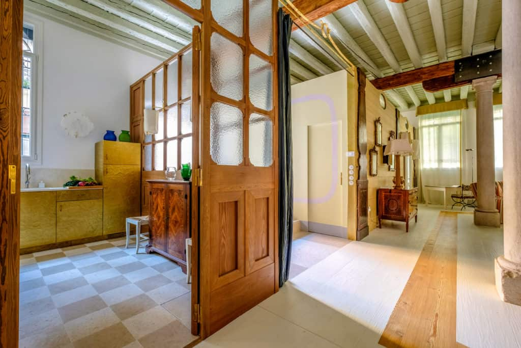 Kitchen entrance and hallway on the living room - Ca' del Ramo d'Oro Apartment