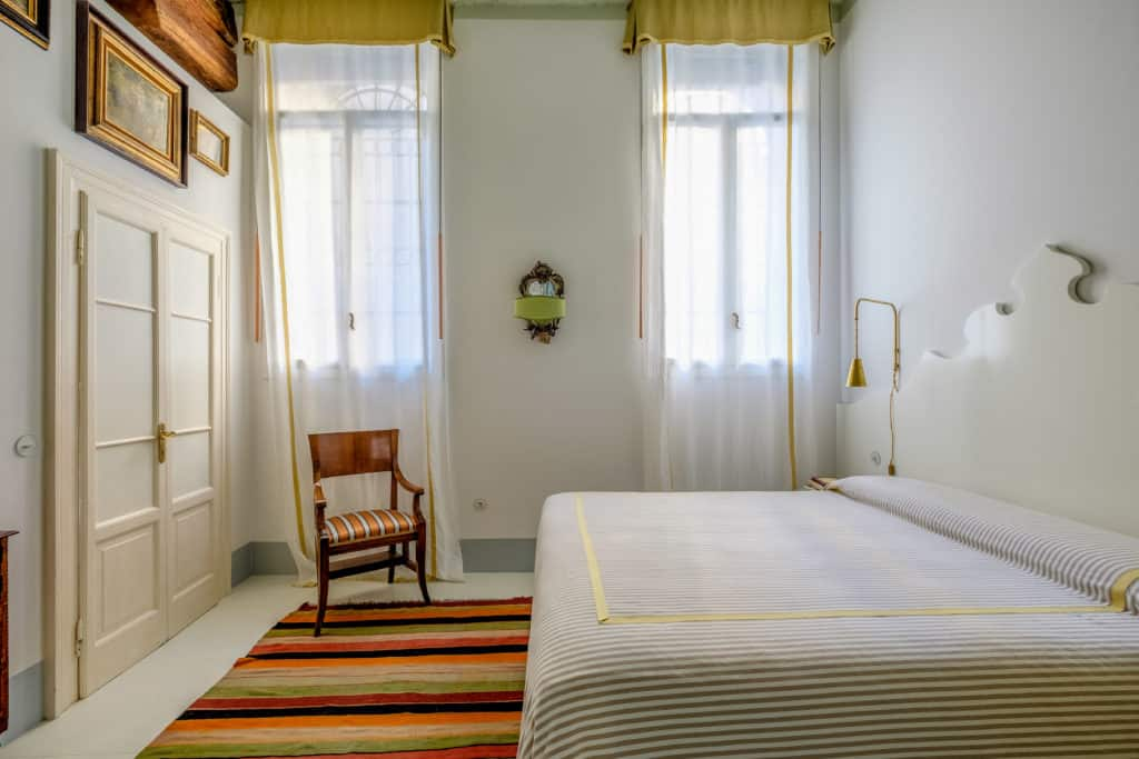 Luminous master bedroom with vintage furnishing - Ca' del Ramo d'Oro Apartment
