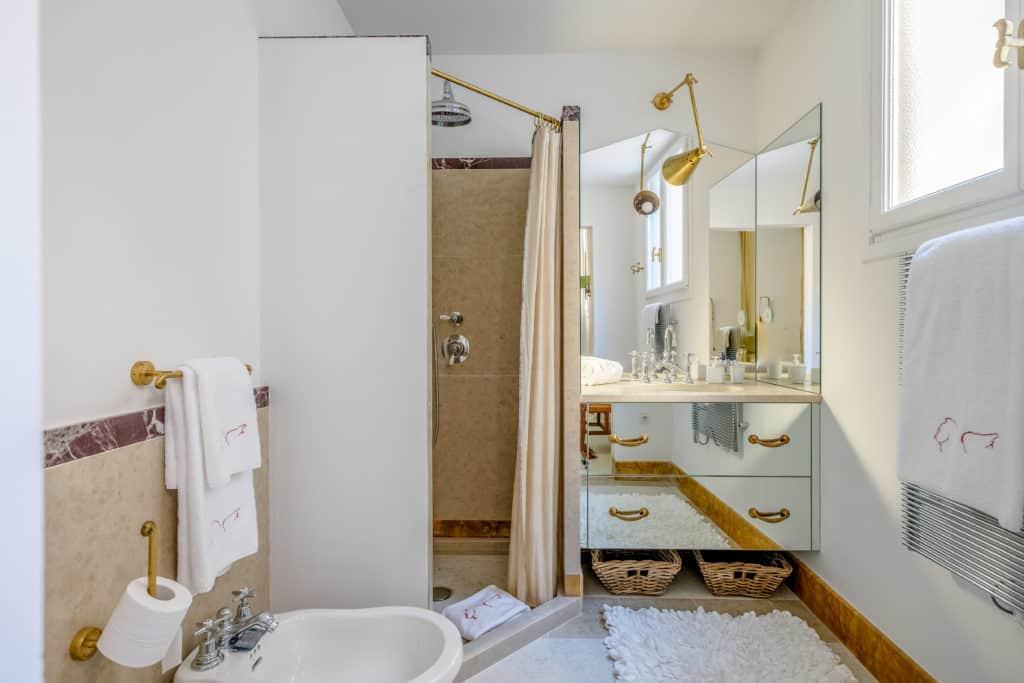 Luminous bathroom with designer furnishing - Ca' del Ramo d'Oro Apartment